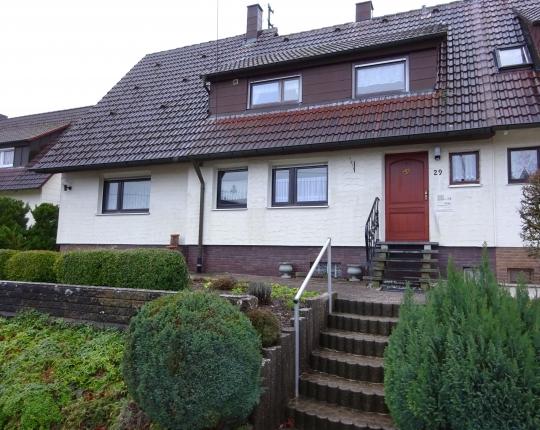 VERKAUFT! Vielseitig nutzbare Ein- bis Zweifamilien-Doppelhaushälfte (Obj. 967H00)
